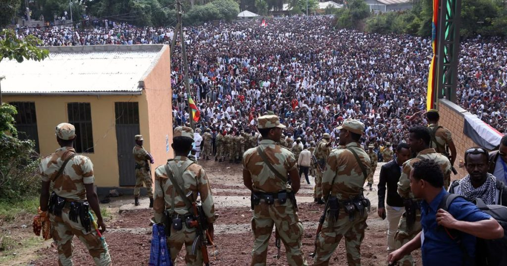 Armed security officials watch as protesters stage a protest against the regime in Bishoftu, Ethiopia on October 02, 2016. © 2016 Getty Images